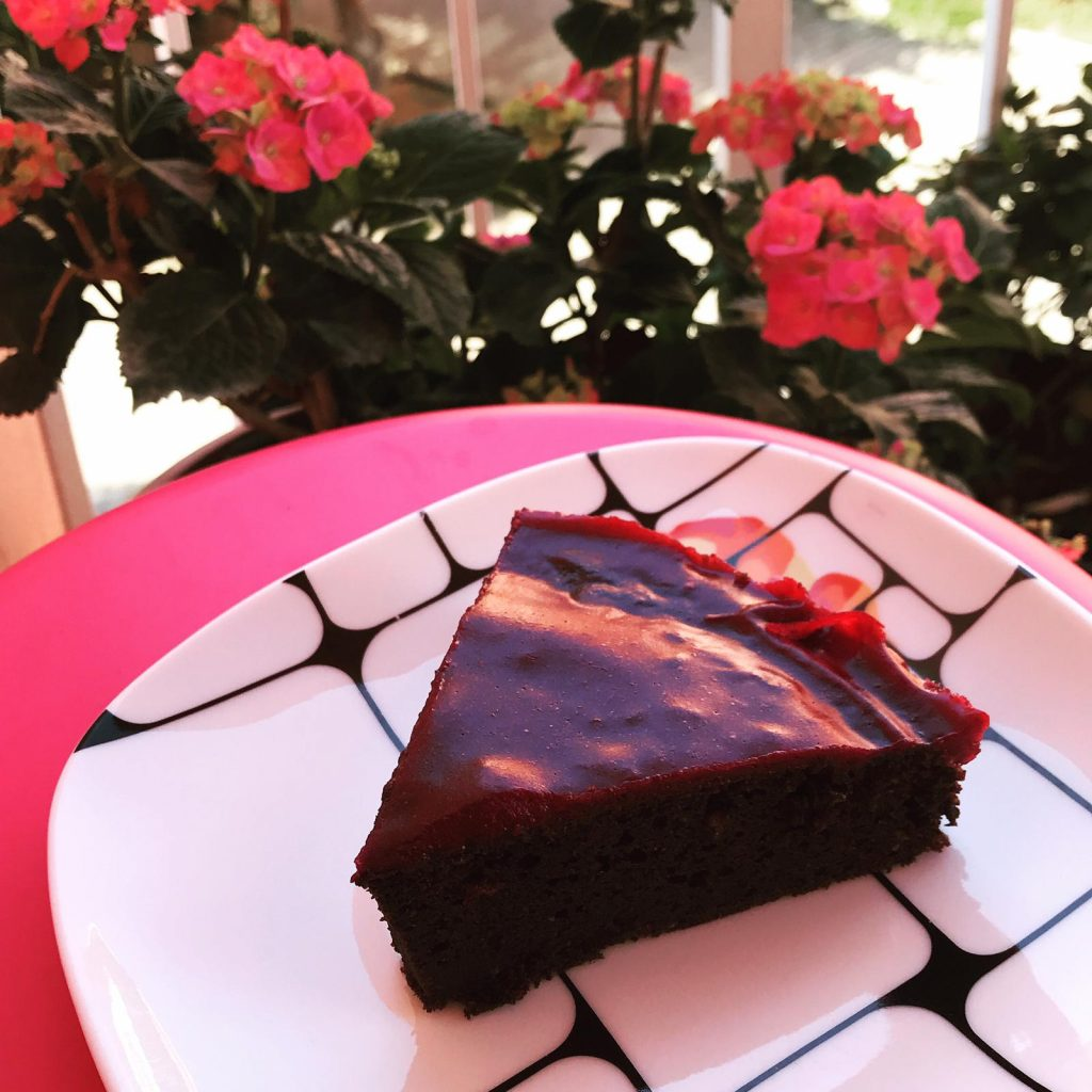 fasulyeli meyve soslu brownie